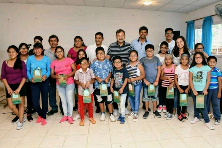 Miguel Isa entregó anteojos terapéuticos en Cafayate