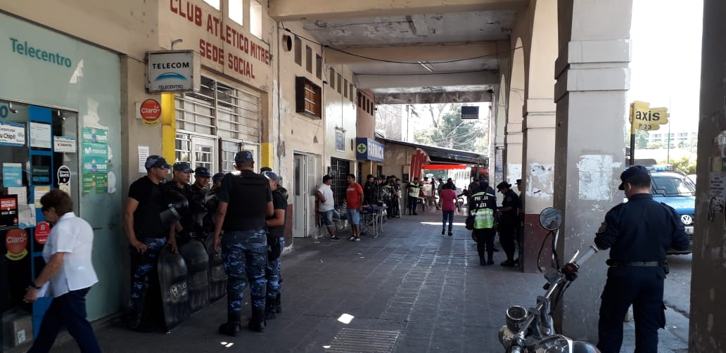 Tensión en la Terminal de Ómnibus por disputa entre remiseros truchos