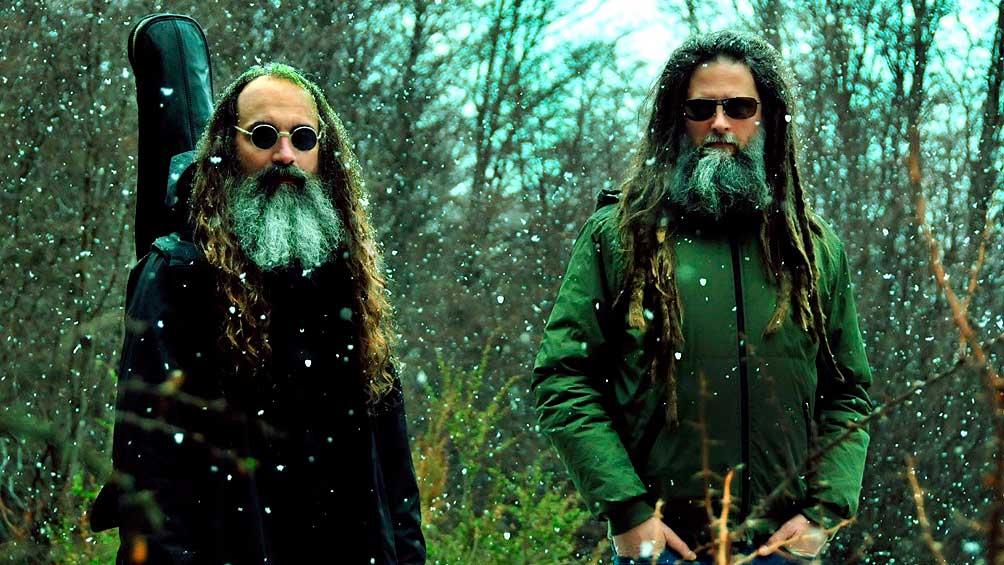 """El """"Power Duo"""" de stick y batería OnOff propone un viaje sonoro con su primer disco"""