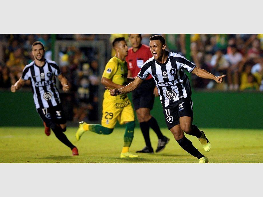 Defensa y Justicia cayó ante Botafogo por 3 a 0 y se quedó afuera