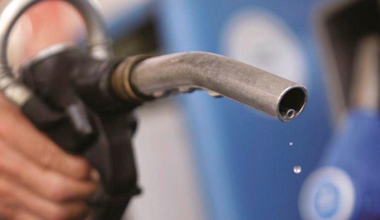 Estiman que la nafta volverá a subir en marzo: el incremento sería de un 3%