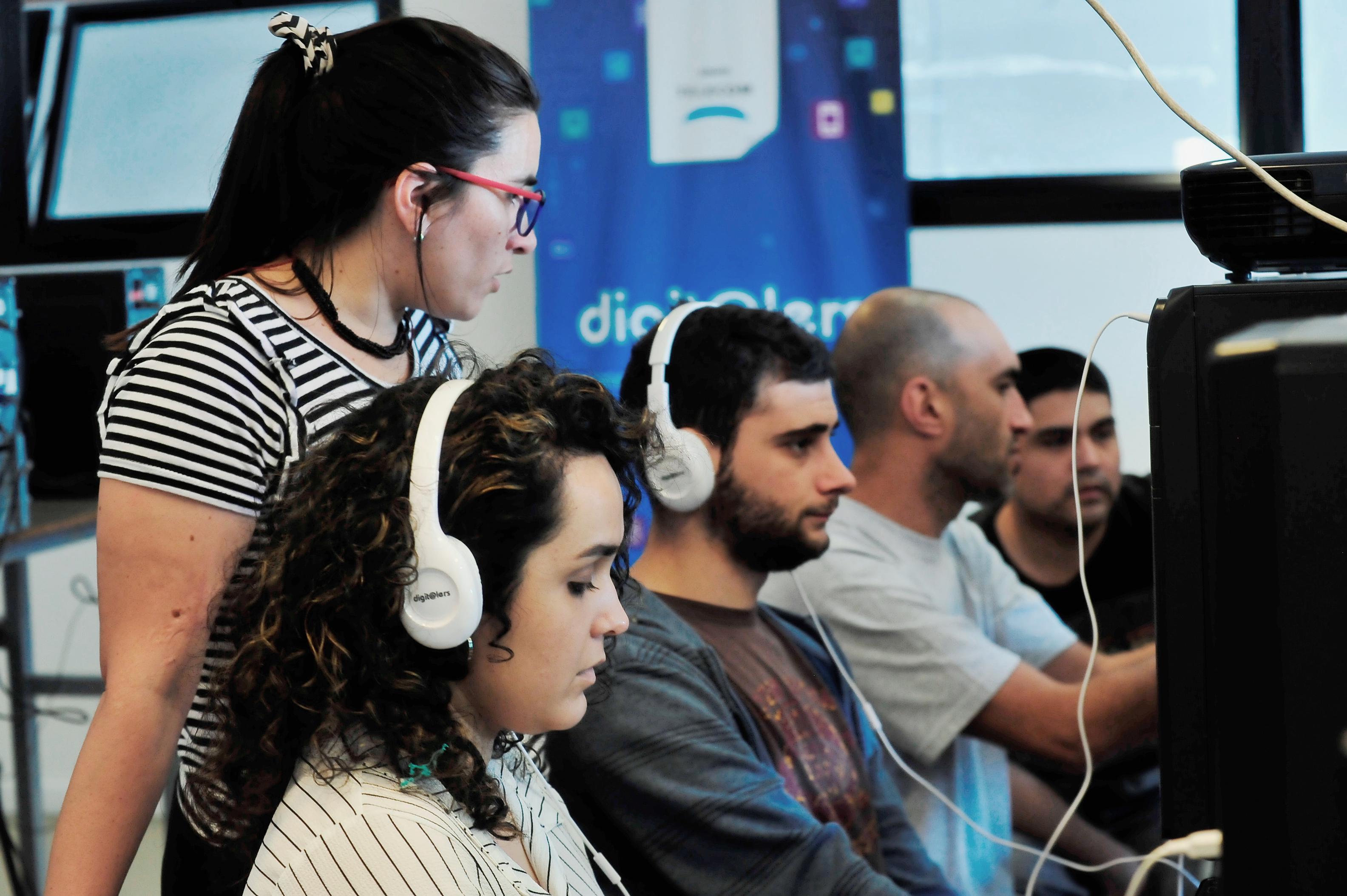 Jóvenes innovadores buscan despertar en otros la vocación digital