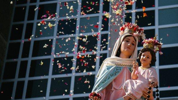 nuevas-aperturas:-con-la-procesion-a-la-virgen-de-san-nicolas-volvieron-las-manifestaciones-de-fe-masivas